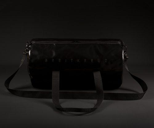Breitkreuz Sporttasche aus schwarzer Plane