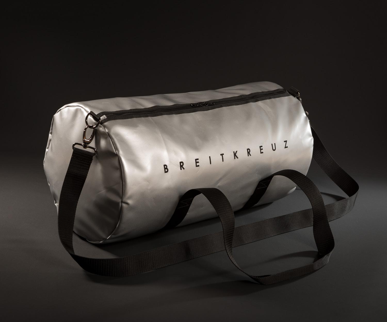 Breitkreuz Sporttasche aus silberner Plane